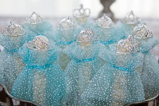 Idéias de bolos e docinhos tema Frozen