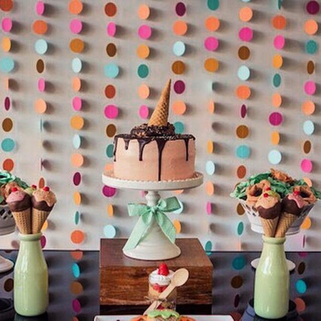 Completamente encantada com essa Decor da @bellafioredecor (de Brasília!), tema festa do sorvete! Criativa e todo mundo gosta! Fora a cartela de cores, que está super chique! ? #festainfantil #festadosorvete #vestidademae #todomundogosta