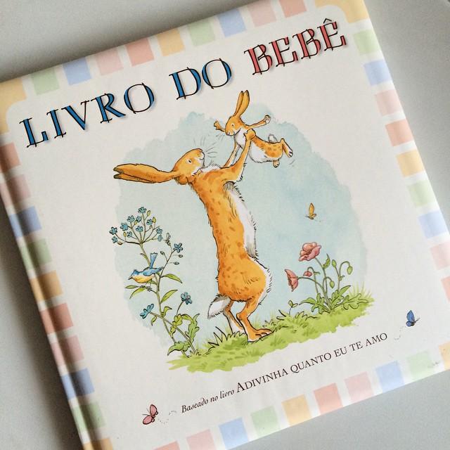 Olha que lindo o Livro do Bebê que ganhei de uma amiga, para marcar todos os acontecimentos importantes do bebê. Alguém tem??