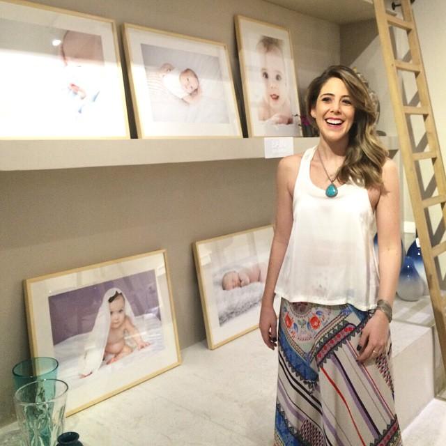 Que linda a fotógrafa @fernandabozzafotografia na abertura da exposição! A partir de hoje sua série
