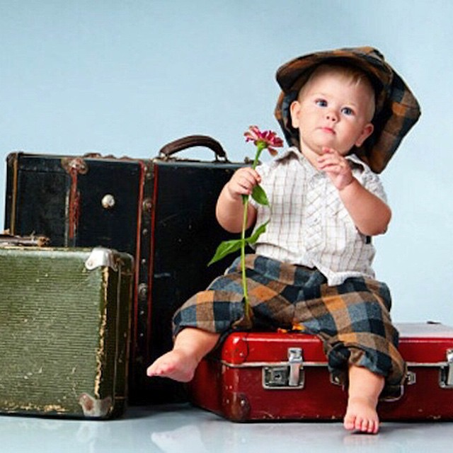 Alguém planejando as férias de fim de ano com as crianças? Hoje, no blog, temos dicas do que não pode ser esquecido no planejamento!! ✈️?www.vestidademae.com.br