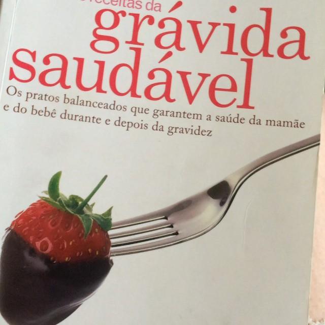 Vejam o livro que ganhei da minha amiga querida Bia da @lojadosnoivos - O Livro de receitas da grávida saudável - alguém já leu? Cheio de dicas de saúde para cada fase da gestação!