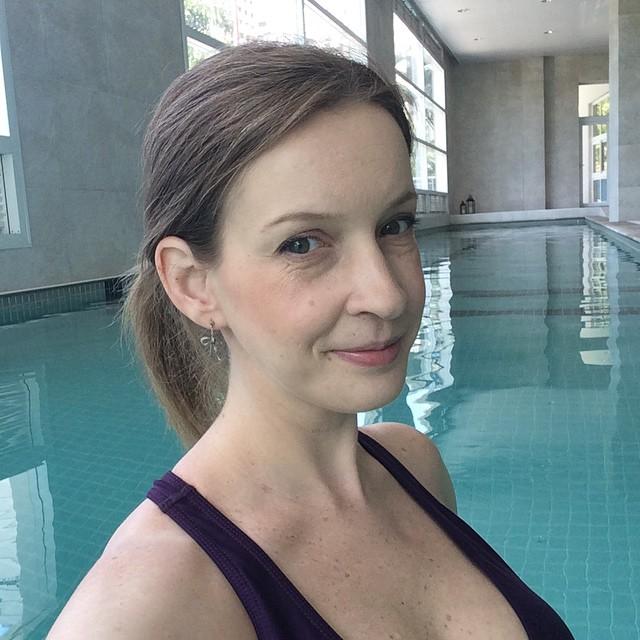 Lá vamos nós para uma caminhada na água! ??? Segundo minha personal gestante @melcirello, serve como ótima drenagem!
