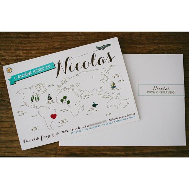 Nada como um convite impresso enviado com amor para a casa dos convidados!! ❤️❤️❤️ Este é o convite da Chá do Nicolas e foi feito pela @chadasduas - para quem não sabe, ela tem uma linha pronta com temas fofos que você pode comprar e até imprimir em casa ou numa gráfica rápida! Dê uma olhadinha no Guia De Fornecedores do blog! #papelaria #convitedocha #chadebebe #chadonicolas  Foto @fepetelinkar