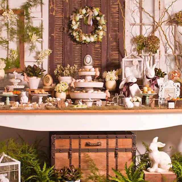 Lá no outro blog @fernandafloret - www.vestidadenoiva.com - tem inspiração de decoração para a #Páscoa! Já pensou em decorar sua casa este ano?  As peças são todas @ellaarts, doces @docices e macarons @maymacarons ???