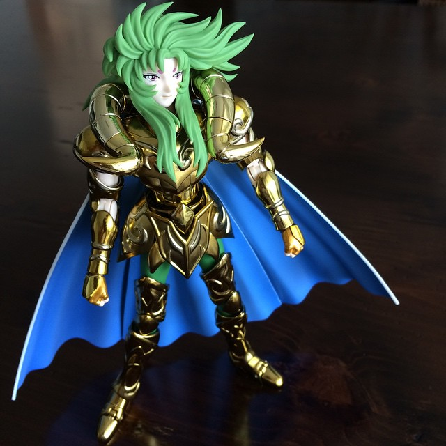 Estou tendo que me familiarizar com os brinquedos de meninos, Rs! Esse foi o presente que o pai deu ontem para o Nicolas - Shion, cavaleiro de ouro de Áries, signo do Nicolas. ? #MundodoNicolasF
