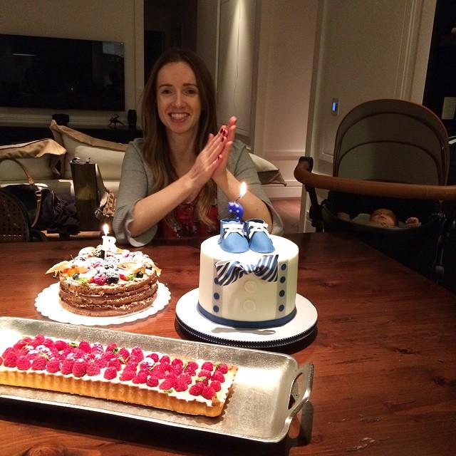 Aniversário da irmã e mesversario do Nicolas (que não quis acordar para o parabéns, rs!) - tem vídeo no snapchat! Família formiga feliz com tantos doces! Bolo de sapatinhos da @dolcefabbrica, torta da @addadfranco hhuuuuummmm!